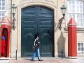 guard amalienborg palace